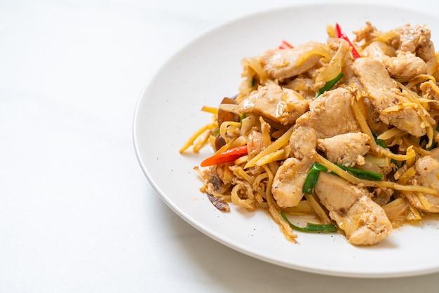 Poulet sauté au gingembre - style cuisine asiatique