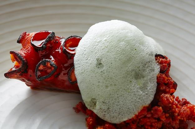 Poulpe grillé avec mousse d'air au persil