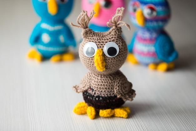Poupée hibou tricotée