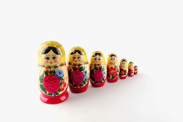 Poupées gigognes en bois peintes de russie