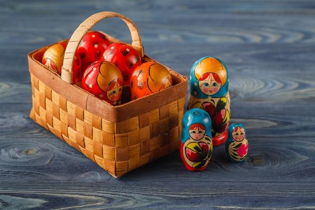 Poupées gigognes russes (babouchkas ou matriochkas)