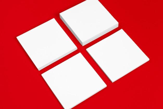 Pour les présentations et les portfolios des graphistes. rouge et blanc