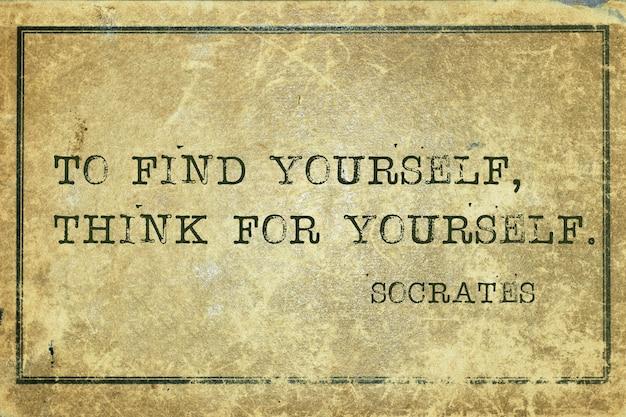 Pour vous trouver, pensez par vous-même - citation du philosophe grec socrate imprimée sur du carton vintage grunge