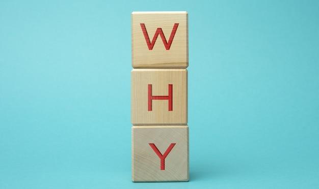 Pourquoi l'inscription sur des cubes en bois