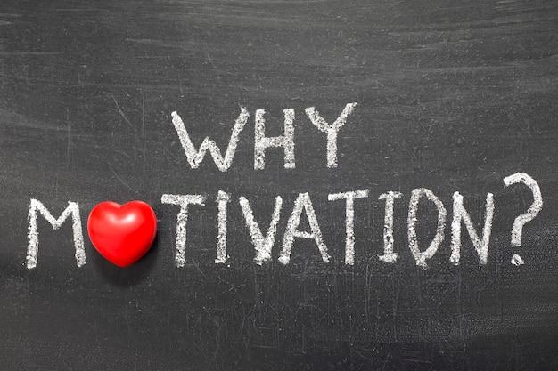 Pourquoi la question de motivation manuscrite sur le tableau noir de l'école