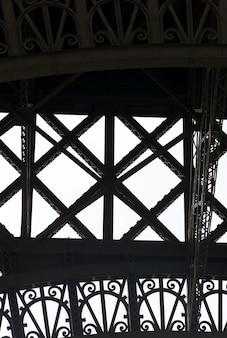 Les poutres de la tour eiffel à paris france