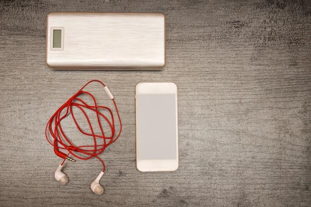 Power bank, smartphone et casque