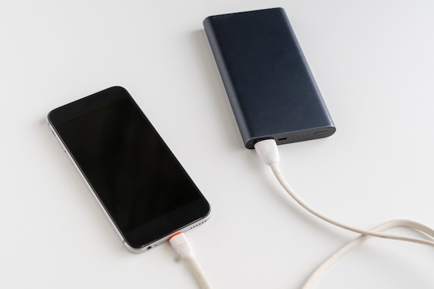 Powerbank charge le smartphone moderne ou le nouveau gadget
