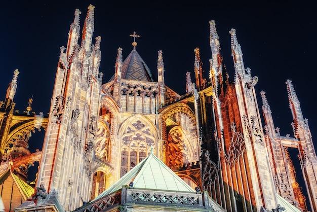 Prague. cathédrale saint-guy. la nuit.