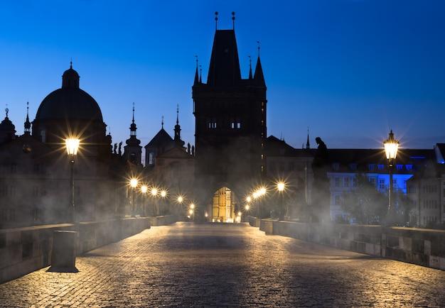 Prague, pont charles la nuit