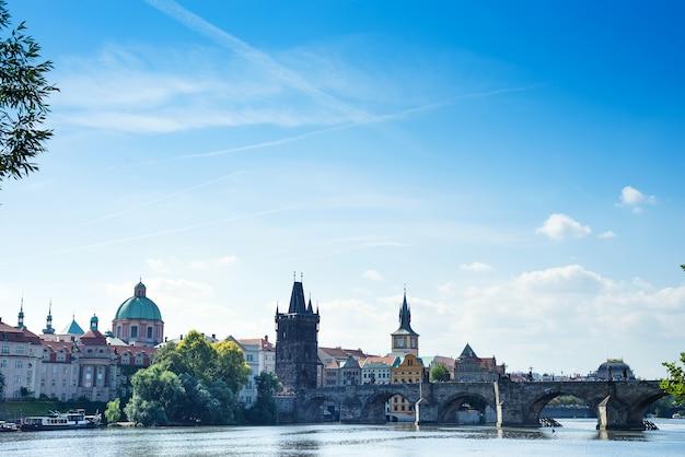 Prague praha vieille ville vue à jour ensoleillé bleu ciel.