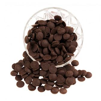 Pralines au chocolat délicieux isolés sur blanc