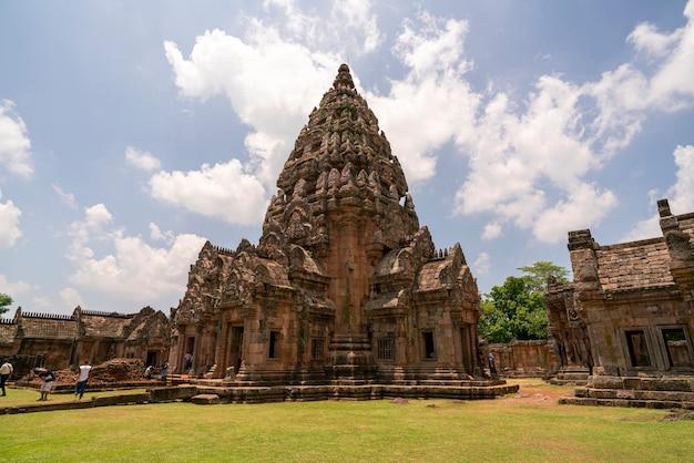 Prasat hin phanom sonné dans la province de buri ram en thaïlande