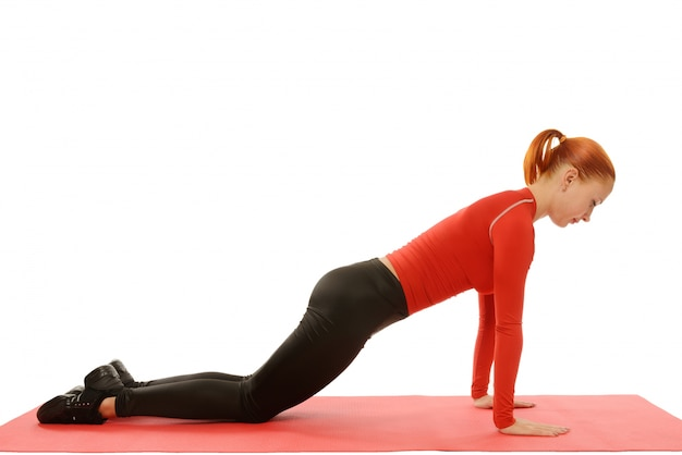 Pratique du yoga. femme faisant asana. pousses de conditionnement physique