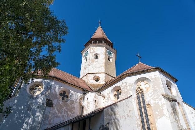 Prejmer, transylvanie/roumanie - 20 septembre : vue extérieure église fortifiée à prejmer transylvanie roumanie le 20 septembre 2018