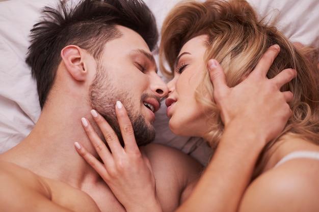 Les préliminaires d'un couple passionné