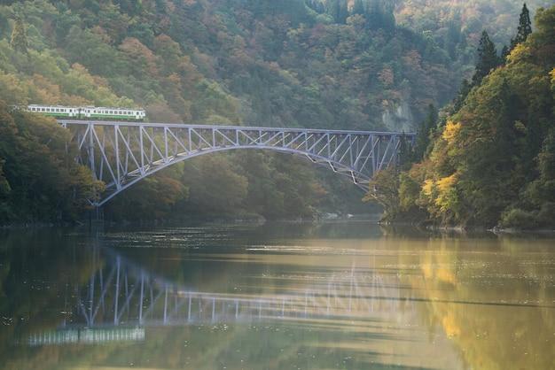 Premier pont de fukushima, rivière tadami, japon