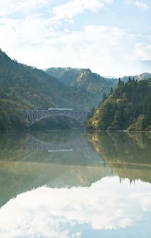 Premier pont de fukushima rivière tadami japon