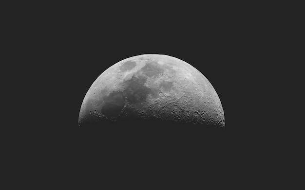 Premier quartier de lune vu au télescope