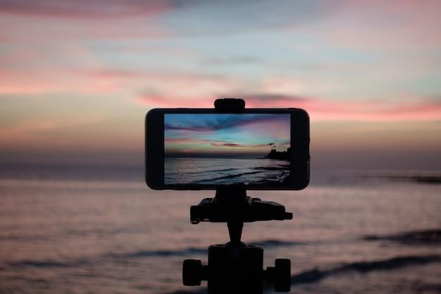 Prendre une photo du ciel à partir d'un smartphone sur un trépied