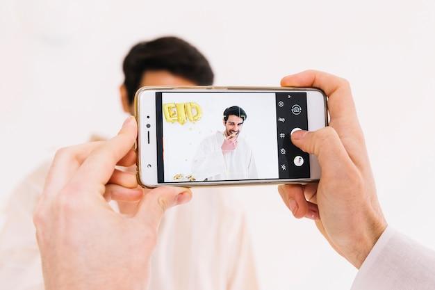 Prendre une photo d'un homme musulman