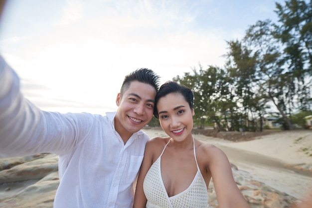 Prendre selfie avec l'âme soeur