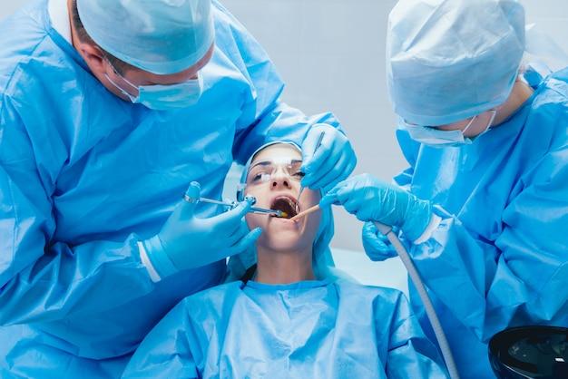 Préparation à la chirurgie dentaire. anesthésie. technologies modernes