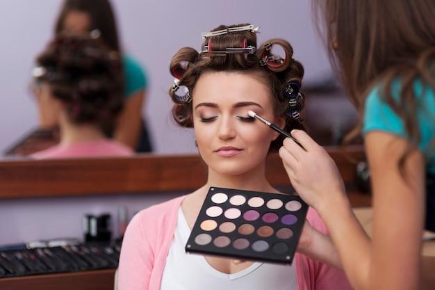 Préparation en coiffeur et maquilleur