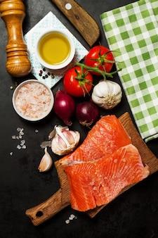 Préparation noir pâtes au saumon de l'alimentation