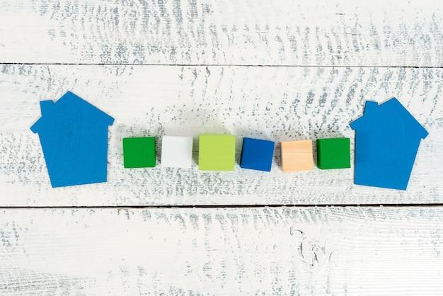 Préparation de plans de maison, idées d'investissement dans la maison, calcul du coût du logement, évaluation de l'impôt foncier, présentation du budget du ménage, plan de rénovation résidentielle, affaires immobilières