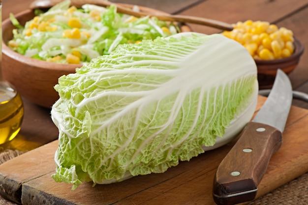 Préparation de salade de chou chinois