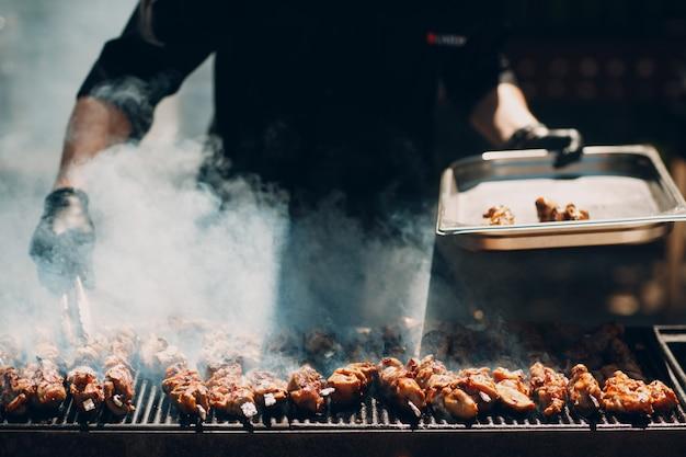 Préparation de viande de shish kebab