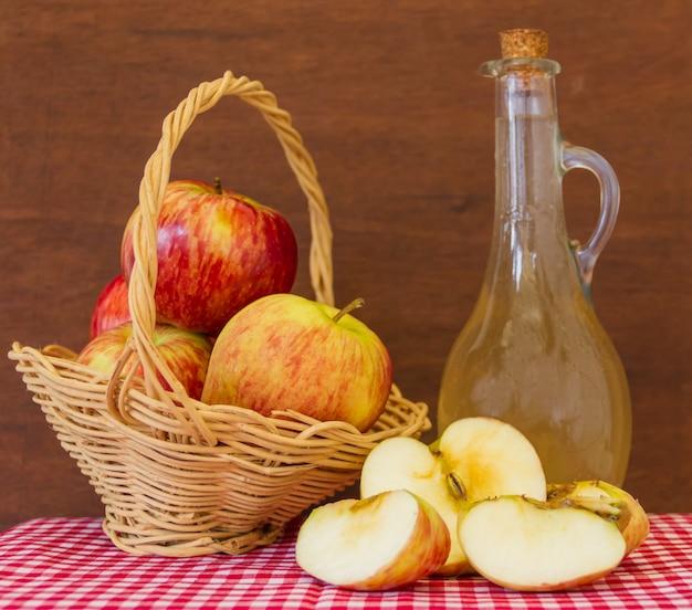 Préparation de vinaigre de cidre de pomme biologique