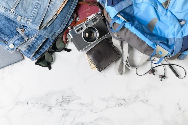 Préparer des accessoires de sac à dos et des articles de voyage