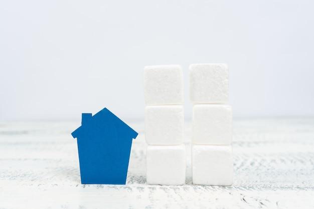 Présentation d'une entreprise immobilière, création d'un meilleur quartier, évaluation de la propriété, location d'une résidence, construction d'une maison forte, planification de l'avenir de la famille