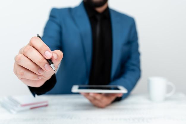 Présentation de la technologie de la communication smartphone voix appel vidéo rédaction notes importantes idées d'entretien d'embauche connectivité mondiale communications donner des conseils conférences