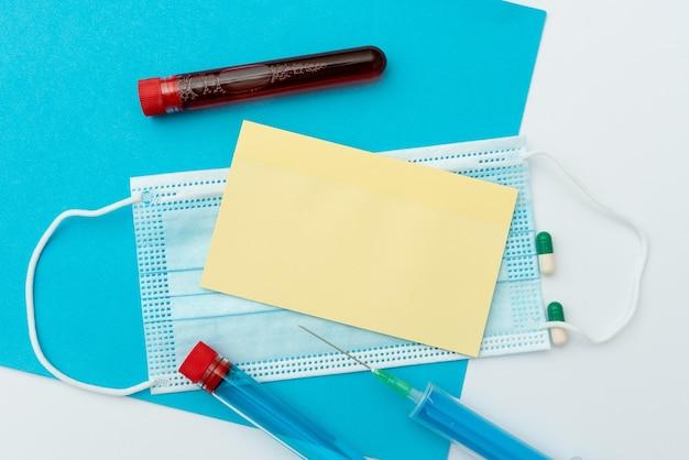 Présenter des médicaments contre les infections, recueillir des informations médicales, rédiger des notes importantes, planifier des mesures préventives, préparer des médicaments curatifs, porter des équipements de protection