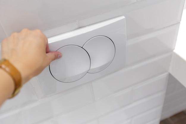 Presse économique pour toilettes avec deux boutons séparés