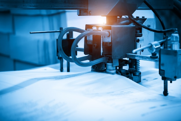 Presse à imprimer dans une imprimerie