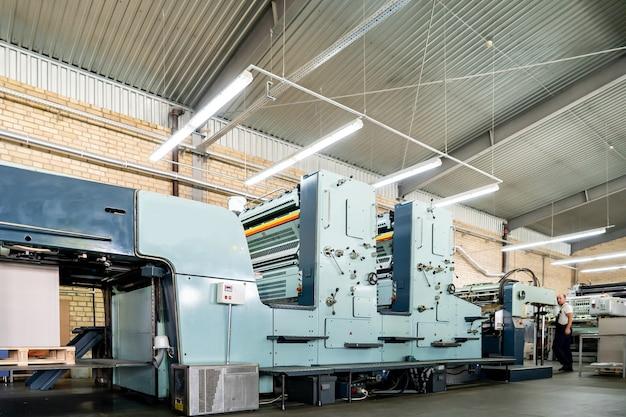 Presse imprimerie imprimerie offset machine presse offset machine d'impression conçue produire des reproductions