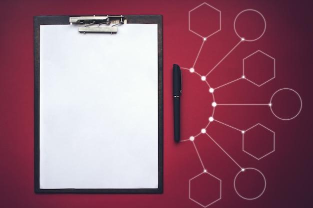 Presse-papiers avec chemin de détourage, stylo et gologram virtuel. modèle de maquette. concept de nouvelles opportunités, idées, entreprises, innovations.