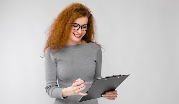 Presse-papiers d'exploitation belle femme rousse
