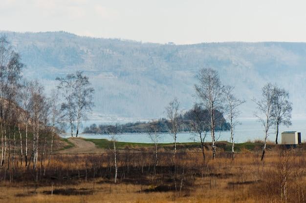 Printemps sur la route circum-baikal au sud du lac baïkal