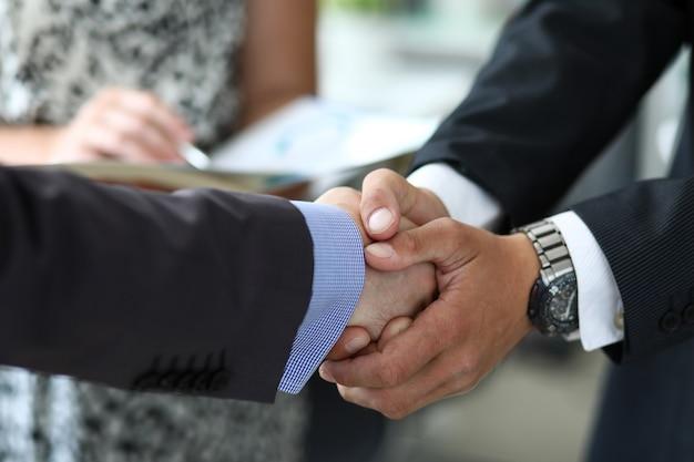 Prise de contact des partenaires commerciaux