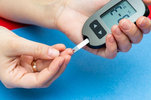 Prise de sang pour le test médical du taux de sucre