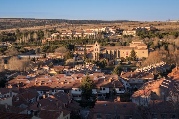 Prise de vue au grand angle du monastère de la encarnación à avila, espagne