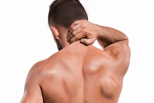 Prise de vue en studio d'un sportif souffrant de douleurs au cou