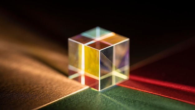 Prisme cubique de réfraction de rayons optique physique