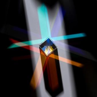 Prisme dispersant le concept de lumière