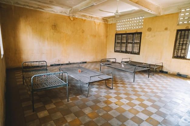La prison du lycée khmer rouge s-21 transformée en centre de torture et d'exécution.